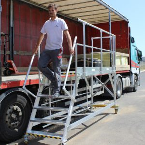 Mobile loading dock for truck